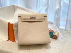 HERMES 进口 tc皮 10奶昔白 银扣 蜡线手缝 20Kelly Ado是Kelly系列延伸设计的小书包 男女通用款