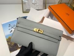 爱马仕 epsom 皮 4Z 海鸥灰 金扣 Kelly经典钱包 颜值与实用并存的钱包 搭配猪鼻子长项链 秒变小斜挎包