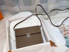 Clic 16 性价比和实用性极高 钱包款 内里还设有卡位 钱袋子 简单又轻便 epsom 皮 ck 18 大象灰