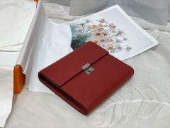 Clic 16 性价比和实用性极高 钱包款 内里还设有卡位 钱袋子 简单又轻便 epsom 皮 B5 宝石红